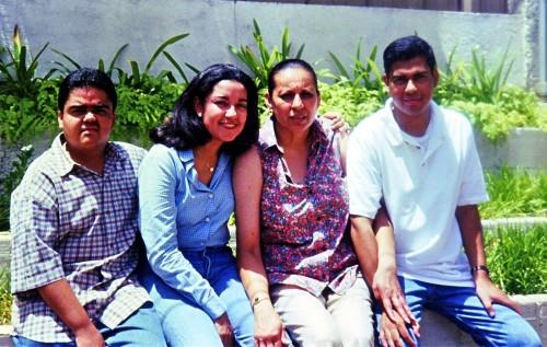 Oralya Ortega y sus sobrinos